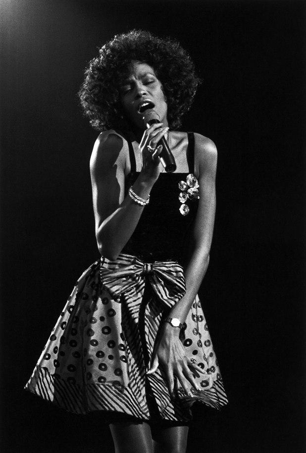 Whitney-Houston-1988jpg