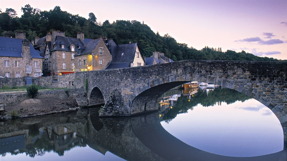 Dinan-Brittany-France_1366x768