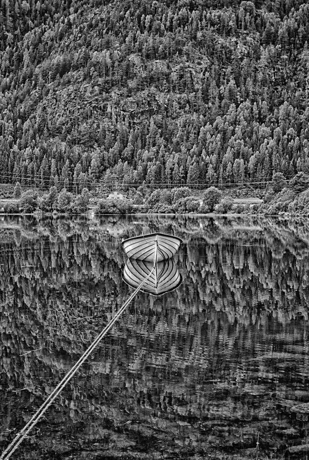 boatreflection_fbf5cdd51f14dfbd5fa3c723247d50bf