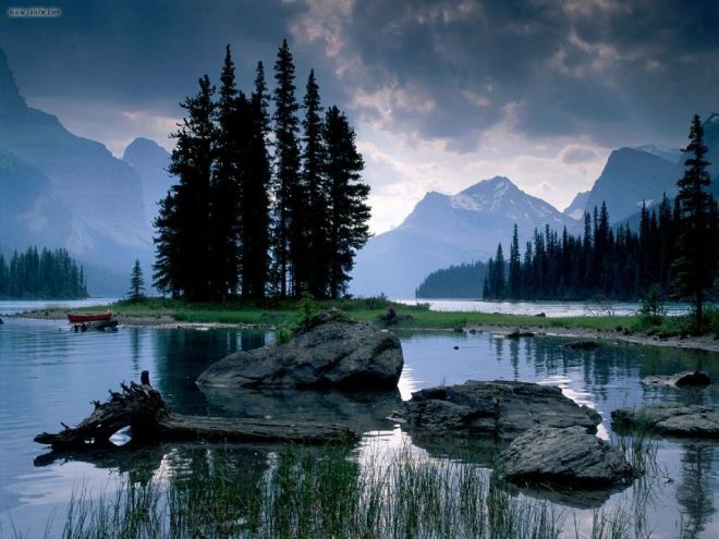Spirit_Island_Maligne_Lake_Jasper_National_Park_Alberta_1024x768