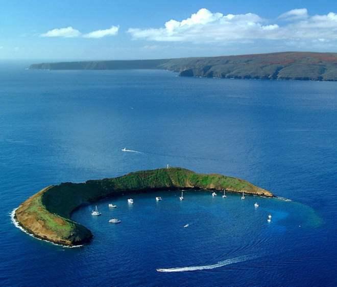 molokini-crater-maui-hawaiian-islands-1