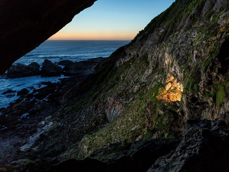 blombos-cave-archaeology-alvarez_86762_990x742