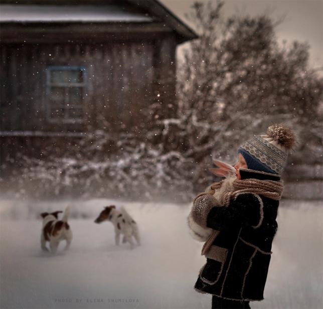 elena-shumilova-boy-bunny-snow