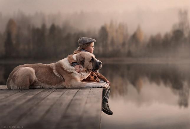elena-shumilova-boy-dog-dock-lake